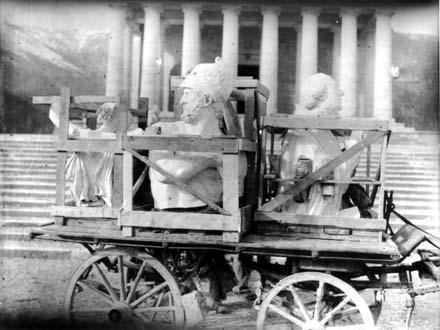 Possagno, Opere di Canova imballate e poste su un carro per essere trasportate nel tempio (1942-44)