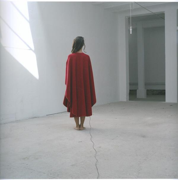 foto - Silvia Boschiero  - AUTORITRATTI. MANTELLA DELLA MAMMA - seconda classificata