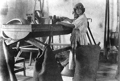 """Mostra fotografica """"Donne a Nord Est dal 1870 al 1970 - La dignità e la fatica"""""""