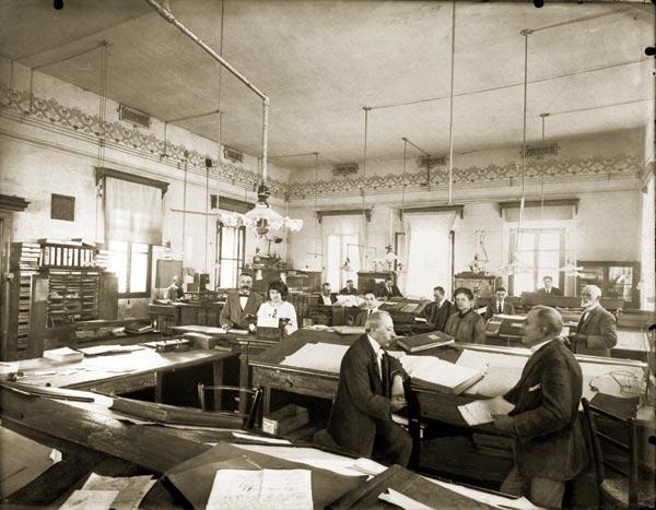 Interno uffici fabbrica, 1918. Fondo Filippi IRE - Tfn0419