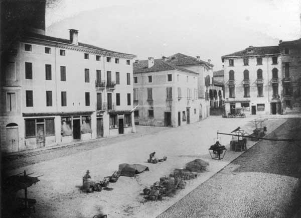 Andrea Fasoli, La piazza di San Francesco, verso nord-est, Bassano, 1853. Calotipo