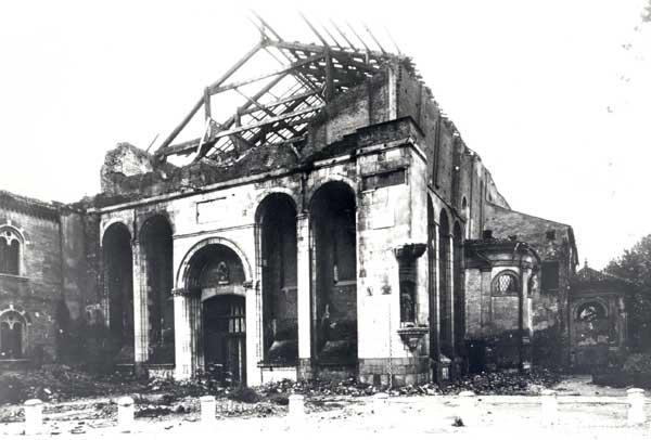 La chiesa degli Eremitani di Padova dopo il bombardamento dell'11 marzo 1944 (Arch. Fot. 230)