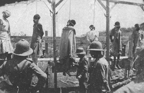 """Repressione da parte degli Italiani in Etiopia: smentisce il concetto degli italiani """"brava gente"""", 1936 FAST Fondo Mattiuzzo"""