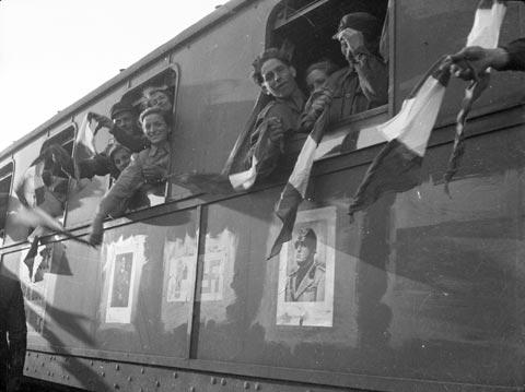 """Conseguenze dell'accordo Roma Berlino. Le immagini """"ufficiali"""" celebrano i rapporti italo-tedeschi, 1938 FAST Fondo Fini"""