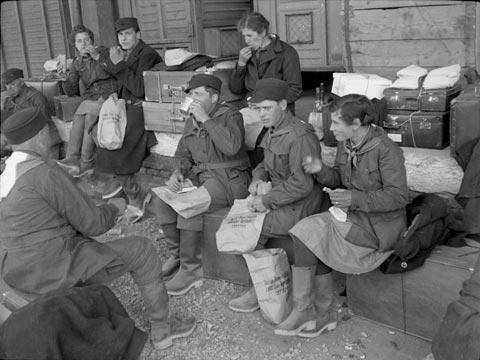 Lavoratori in partenza per la Germania, 1938 FAST Fondo Fini