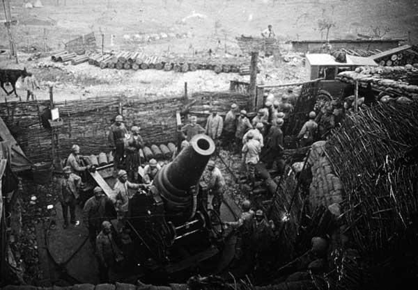 """Mortaio da 280 mm in azione a """"Case Bonetti"""", Dintorni di Gorizia, agosto 1917. Museo della Battaglia di Vittorio Veneto"""