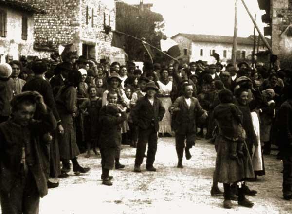 Calorose dimostrazioni di affetto degli abitanti di San Martino al Tagliamento all'arrivo dei primi soldati italiani, 10 novembre 1918 Museo della Battaglia di Vittorio Veneto (TV)