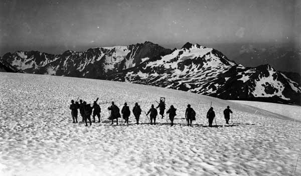 IV Squadra Fotografica: salendo al Pizzo Tresero, 1917-18. Museo del Risorgimento e della Resistenza di Vicenza