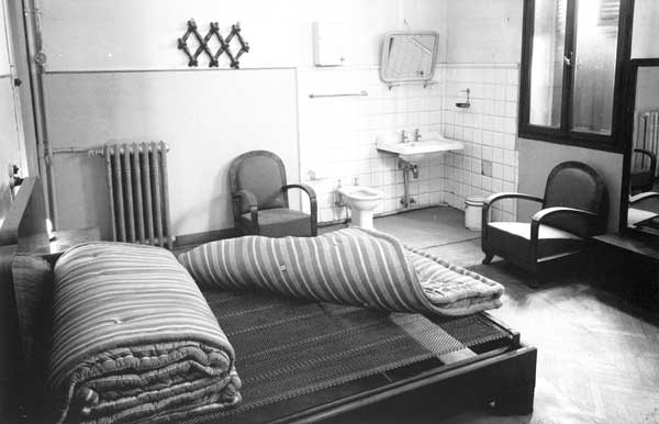 Camera da letto del Casino Dozzo di Treviso posto in via Marzolo, 1958, FAST Foto G. Fini